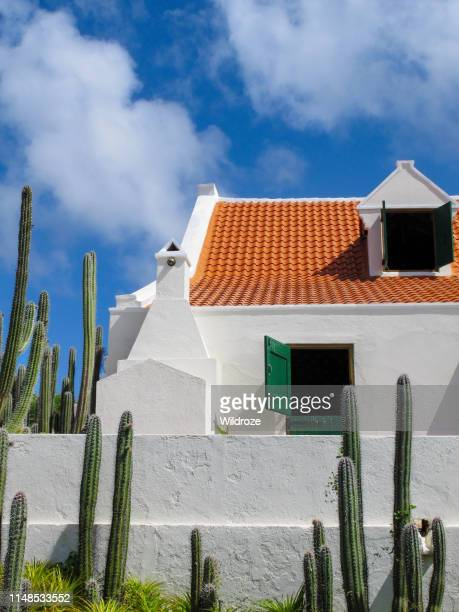 landhuis の外観は、キュラソー島のカリブ海の植民地時代の建築物 - オランダ領リーワード諸島 ストックフォトと画像