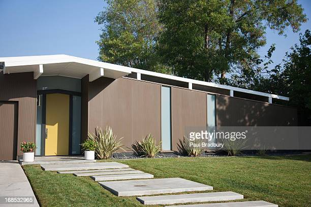 exterior of modern home - pedestrian walkway stock pictures, royalty-free photos & images