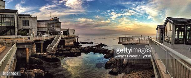 exterior of monterey bay aquarium overlooking ocean at sunset - monterey peninsula stock pictures, royalty-free photos & images