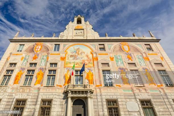 esterno di palazzo san giorgio a genova - palazzo reale foto e immagini stock