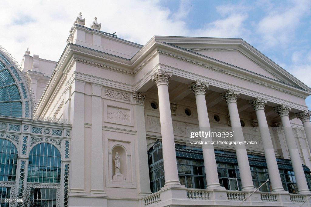 Exterior of Royal Opera House Covent Garden, London, United Kingdom : News Photo