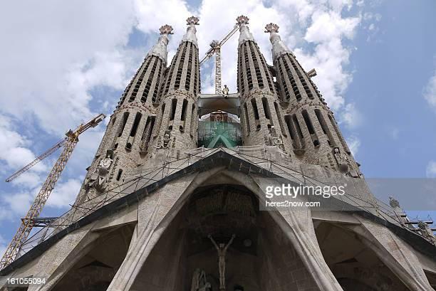 exterior of sagrada familia - barcelona, spain - familia stock pictures, royalty-free photos & images