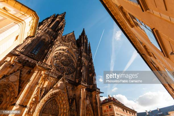 exterior of st. vitus cathedral - st vitus's cathedral stock pictures, royalty-free photos & images