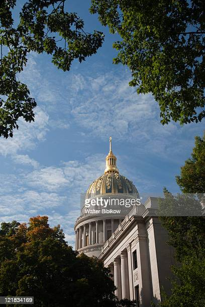 exterior of state capitol, charleston, west virginia, usa - protohistory_of_west_virginia stock pictures, royalty-free photos & images