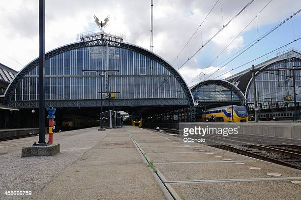 exterior of the amsterdam central railway station. - ogphoto stock pictures, royalty-free photos & images
