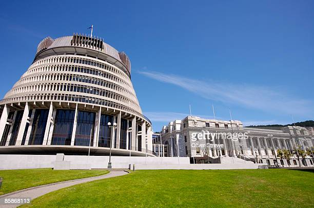 exterior of the beehive, parliament and parliamentary library, bowen st. - beehive new zealand stock pictures, royalty-free photos & images