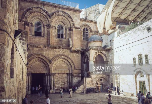 exterior of the church of holy sepucher - jesus tomb stock pictures, royalty-free photos & images