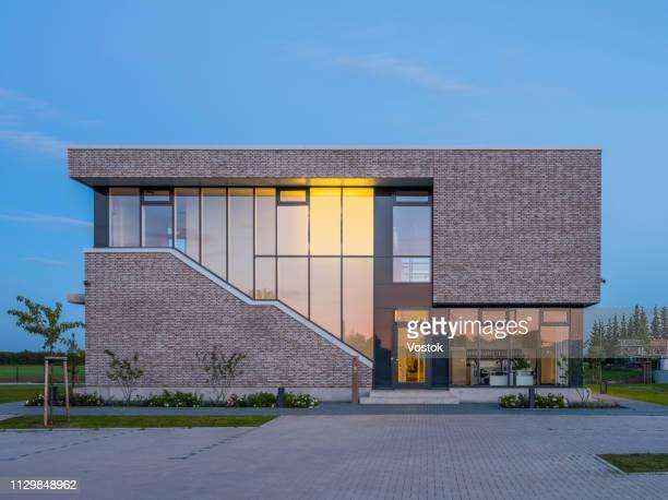 exterior of the office building in germany - fachada arquitectónica fotografías e imágenes de stock