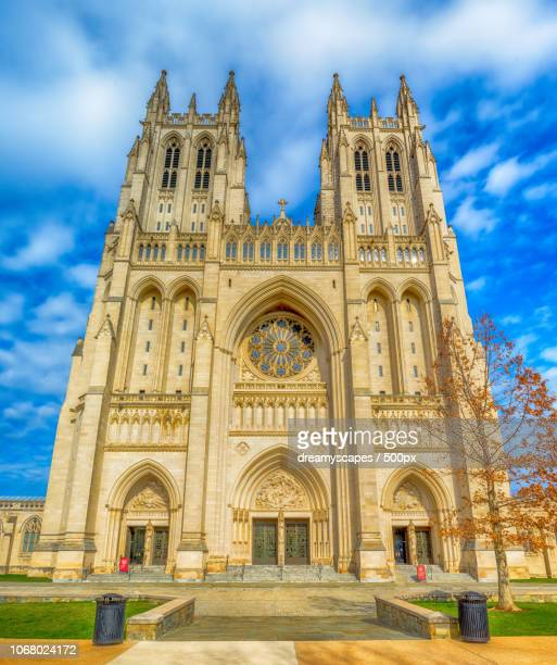 exterior of washington national cathedral, washington dc, usa - national cathedral stock pictures, royalty-free photos & images