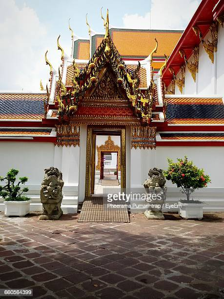 exterior of wat pho - wat pho stock pictures, royalty-free photos & images