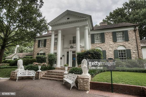 exterior view of graceland, memphis, tennessee, usa - graceland stock pictures, royalty-free photos & images