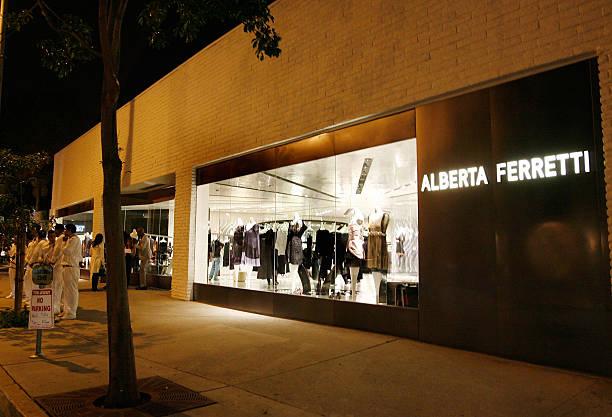 Foto's en beelden van Vogue Hosts Alberta Ferretti ...
