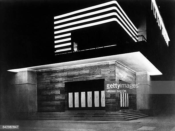 Exterior view of the cinema 'Titania' in Berlin Steglitz at night Photographer Atelier Rembrandt 1928 Vintage property of ullstein bild