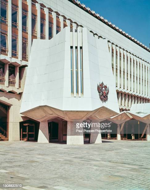 Exterior view of the entrance to the recently completed Guildhall West Wing, containing the Guildhall Library, in the City of London circa 1975. The...