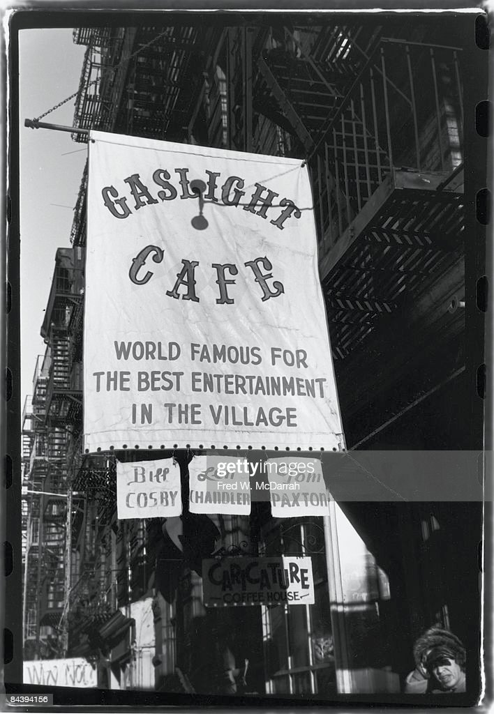 Outside The Gaslight Cafe : News Photo