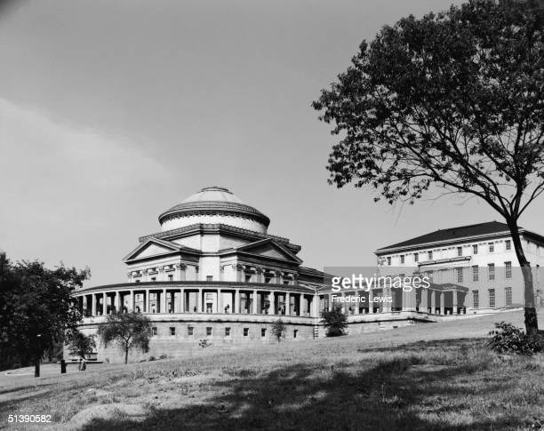 Exterior view of the Hall of Fame for Great Americans a neoClassical structure built as part of New York University New York New York The building...