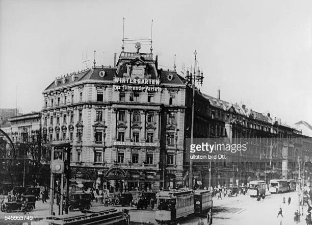 Exterior view of the 'Hotel Bellevue' at the Potsdamer Platz lefthand the traffic tower about 1929Photographer Walter Gircke