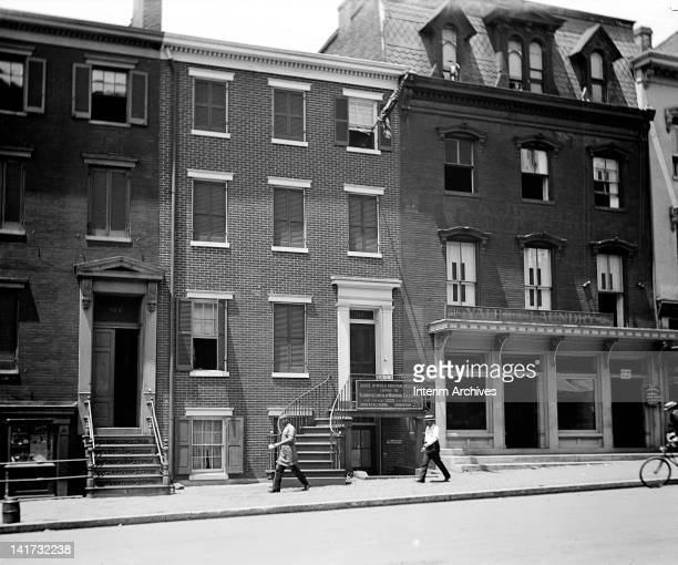 Exterior view of the house where President Abraham Lincoln died located at 516 10th Street NW in Washington DC early twentieth century