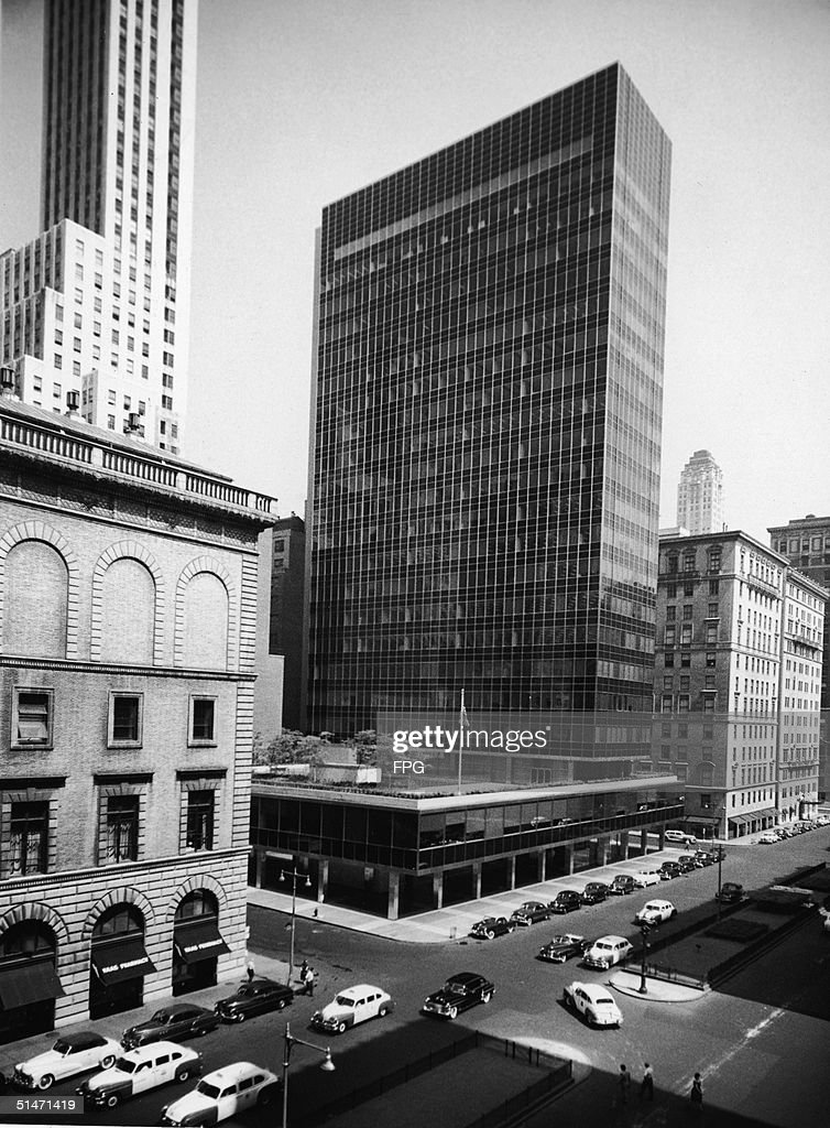 Exterior View Of The Lever House, Designed By Gordon Bunshaft Of The  Architectural Firm Skidmore