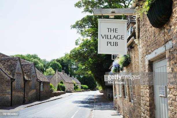 exterior view of village pub with sign advertising available rooms. - pub stock pictures, royalty-free photos & images