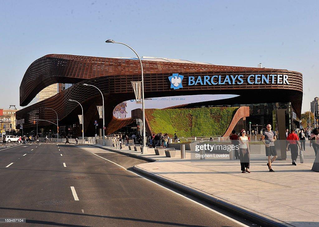 Exterior Views Of The Barclays Center : Foto jornalística