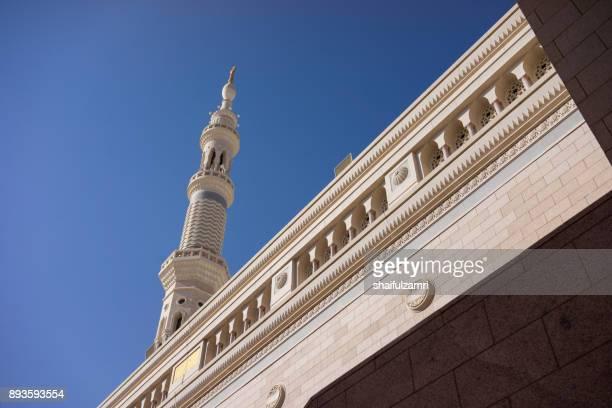 external view of minaret for of nabawi mosque in medina, saudi arabia - shaifulzamri stock-fotos und bilder