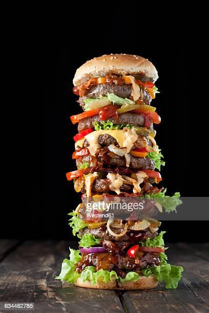 extra large hamburger - groß stock-fotos und bilder