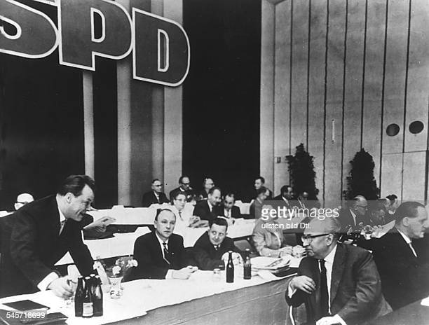 Extraordinary SPD party conference in Bonn Bad Godesberg the party executive committee Willy Brandt talking to the party leader Erich Ollenhauer