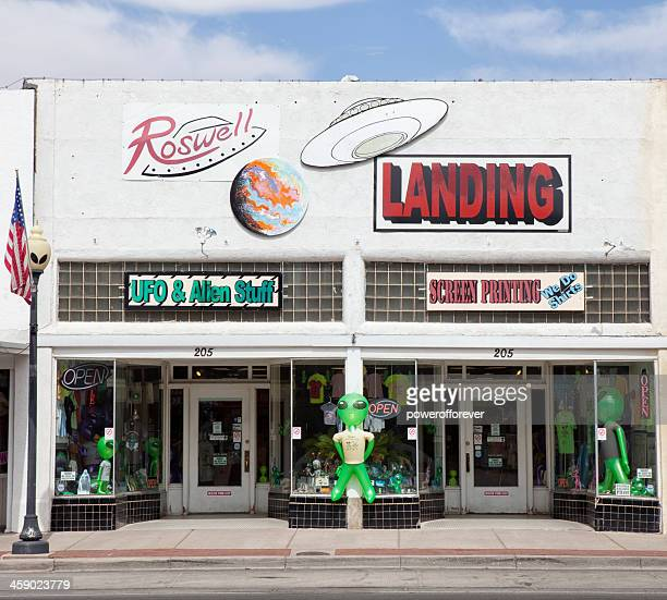 extraterrestrial souvenir shops in roswell, new mexico - roswell stock pictures, royalty-free photos & images