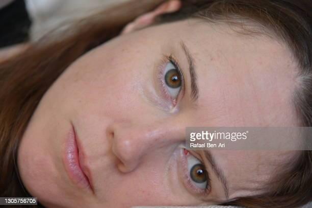 extreme close up of a woman waking up - rafael ben ari - fotografias e filmes do acervo