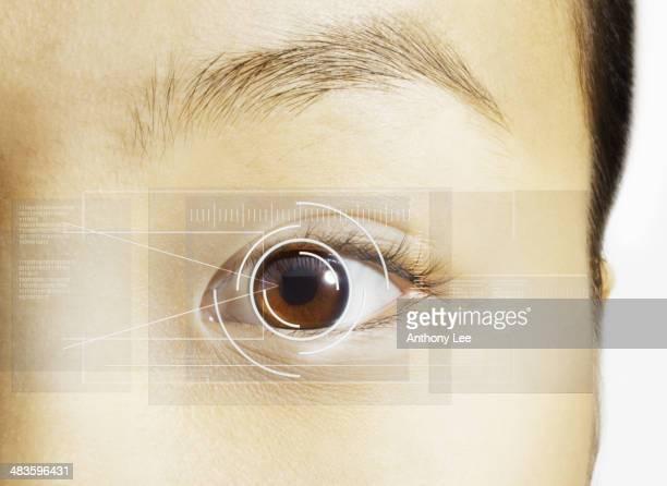 Extreme Nahaufnahme der Netzhaut-scan auf Braun Auge