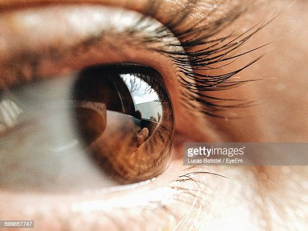extreme close-up of person eye - close up - fotografias e filmes do acervo