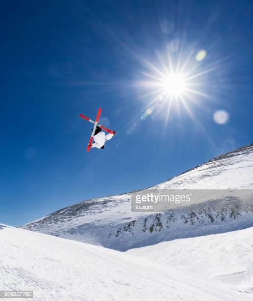 Extreme freestyle skiing jump