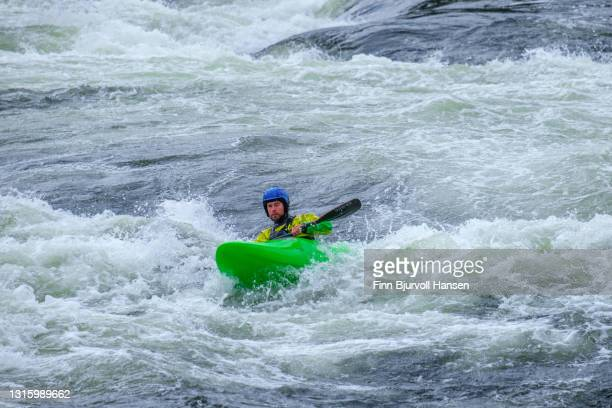 extreme kayaking in river otra in setesdalen norway - finn bjurvoll stockfoto's en -beelden