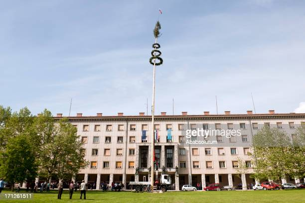 エクストリームメイポールスロベニアヨーロッパ - スロベニア国旗 ストックフォトと画像