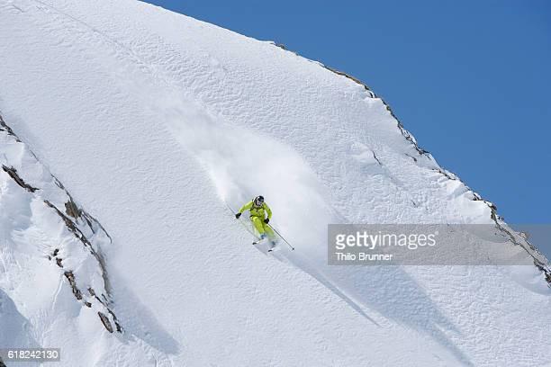 Extreme skier