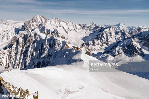 extreme sport in valley blanche, mont blanc massif - valle blanche fotografías e imágenes de stock