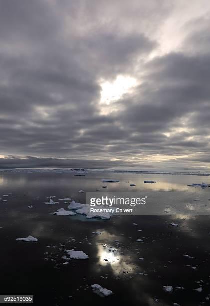 extreme weather - antarctic sound stockfoto's en -beelden