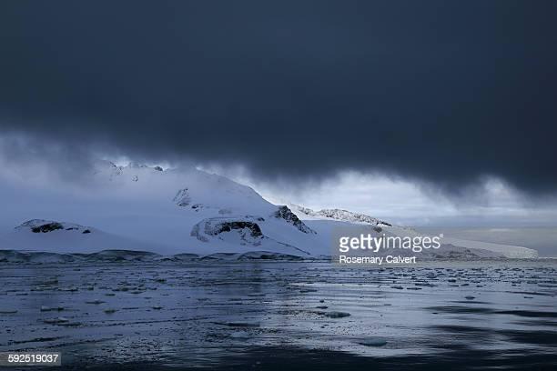 extreme weather - antarctic sound foto e immagini stock