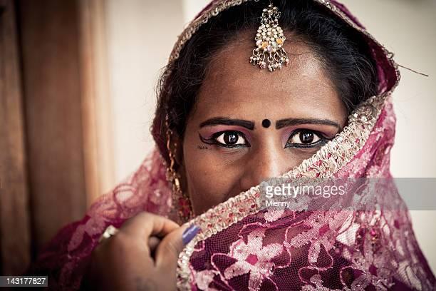 Blickkontakt, indische Frau Porträt echte Menschen