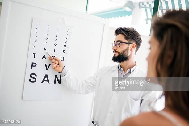 occhio medico con il paziente - occhio umano foto e immagini stock