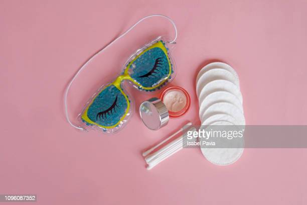 eye gel mask and cosmetic products - face masks imagens e fotografias de stock