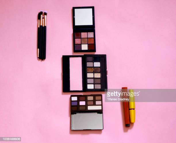 eye makeup accessories - アイシャドウ ストックフォトと画像