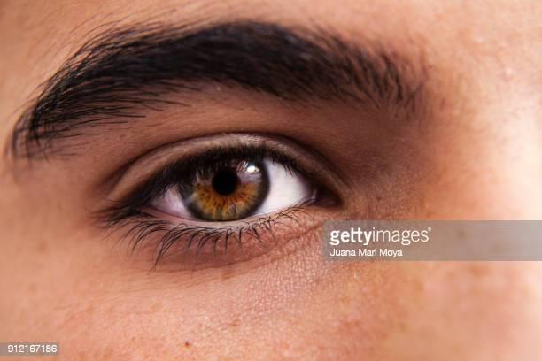 eye of teenager - iris ojo fotografías e imágenes de stock