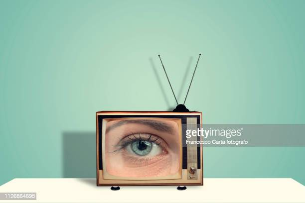 eye on tv - kanaal stockfoto's en -beelden
