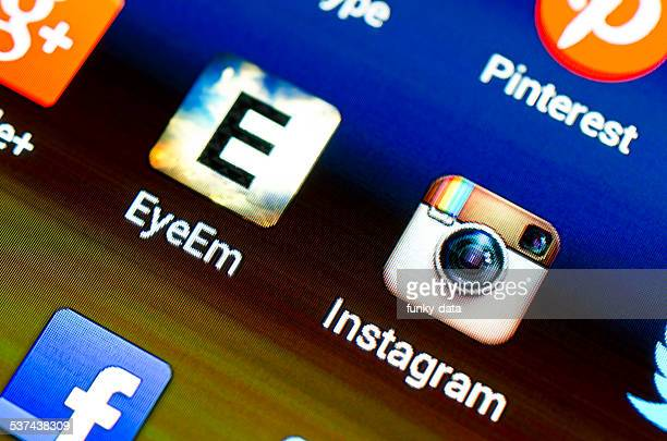 eyeem and instragram apps - eyeem stock pictures, royalty-free photos & images