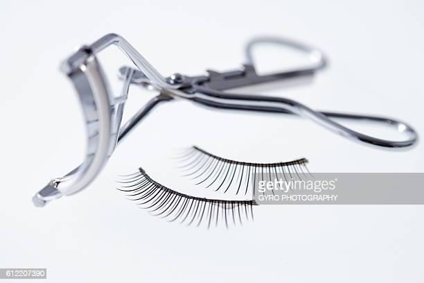 Eyelash curler and false eyelashes
