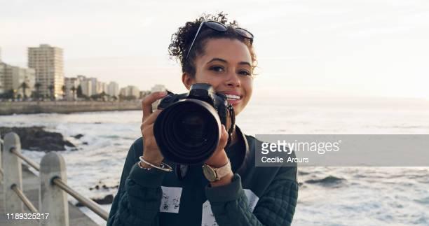 augen wie ein verschluss, geist wie eine linse - fotograf stock-fotos und bilder