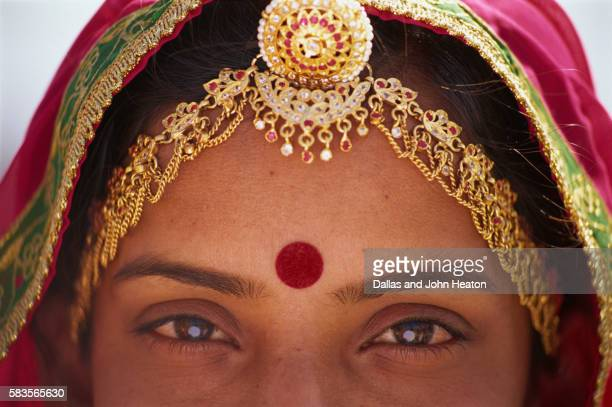 eyes of a rajasthani woman - bindi stock pictures, royalty-free photos & images