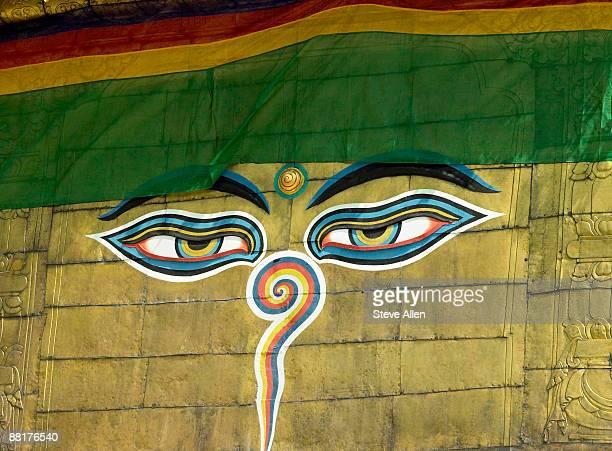 eyes of buddha at boudhanath buddhist stupa, kathmandu, nepal - 仏陀の目 ストックフォトと画像